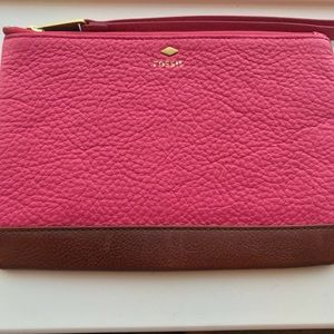 Fossil Pebbled Leather Wristlet Pink Brown